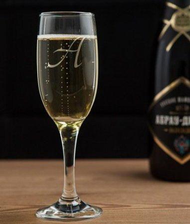 Бокал для шампанского с гравировкой литера