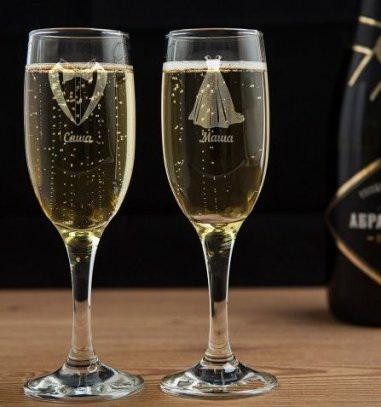Бокал для шампанского с гравировкой красивая пара