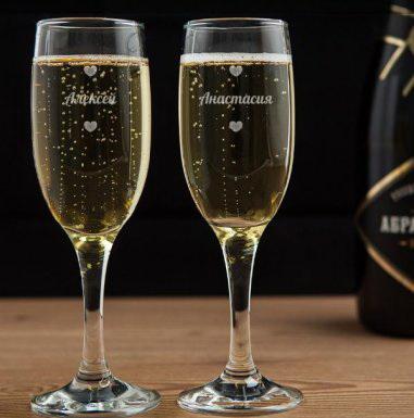 Бокалы для шампанского с гравировкой влюбленная пара