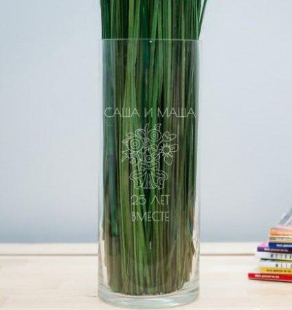 Именная ваза с гравировкой букет
