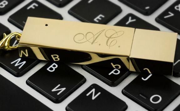 Флеш накопитель золотой с гравировкой