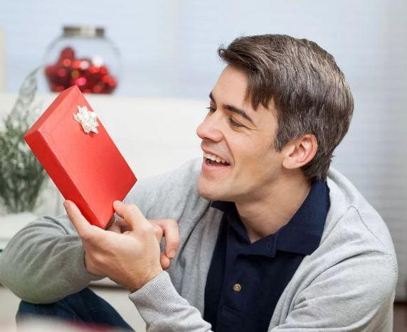 Что подарить малознакомому мужчине
