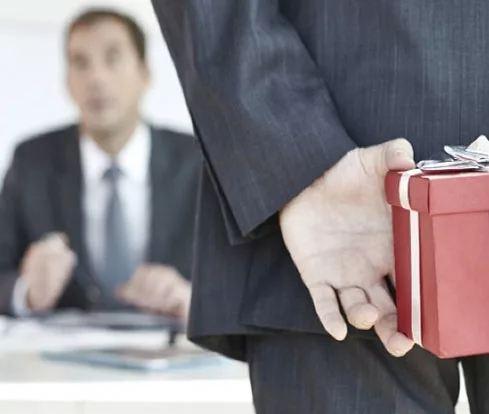 Что подарить мужчине начальнику на День рождения