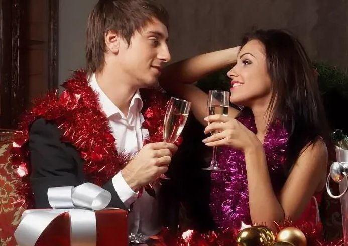 Что подарить жене на Новый год с юмором