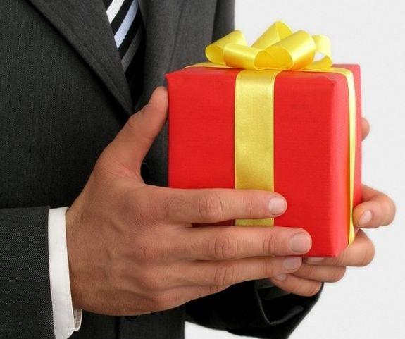 Что подарить коллегам мужчинам