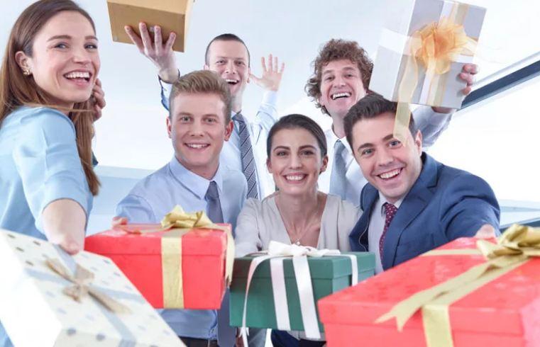 Что подарить коллегам на 23 февраля