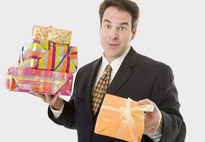 Что подарить начальнику у которого все есть