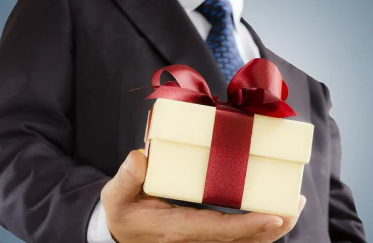 Прикольные подарки руководителю