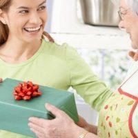 Что подарить маме на День рождения? Более 60 идей!