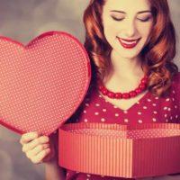 Что подарить женщине на 14 февраля?