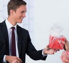 Оригинальные подарки коллегам на 23 февраля