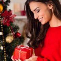 Подарок женщине на Новый год: что выбрать и где купить