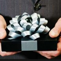Подарок мужчине до 2000 рублей