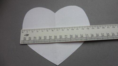 Вырезать шаблон сердца