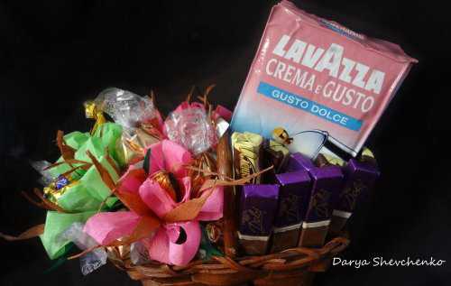 Букетно-конфетная композиция мастер-класс