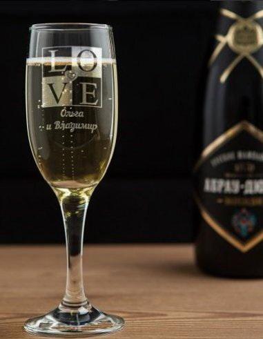 Бокал для шампанского с гравировкой любовь