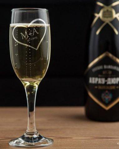 Бокал для шампанского с гравировкой сердце
