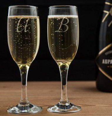 Бокал для шампанского с гравировкой он и она