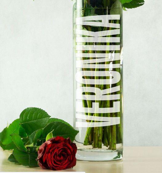 Именная ваза женщине на 8 марта