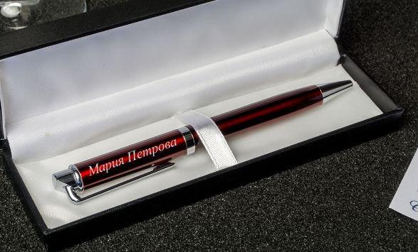 Ручка с гравировкой женщине