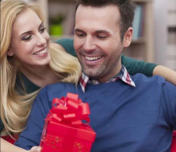 Что подарить женатому мужчине на День рождения