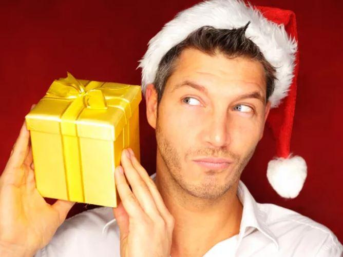 Что подарить друзьям мужчинам на Новый год