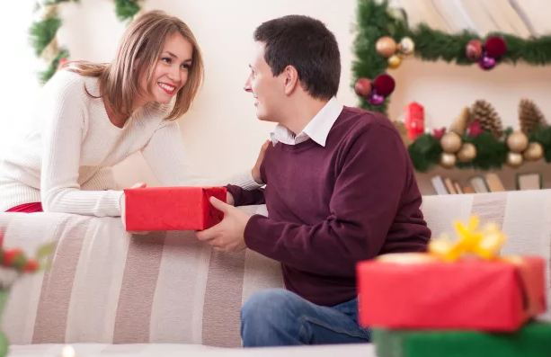 Что подарить парню на Новый год прикольные