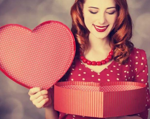 Что подарить женщине на День Влюбленных