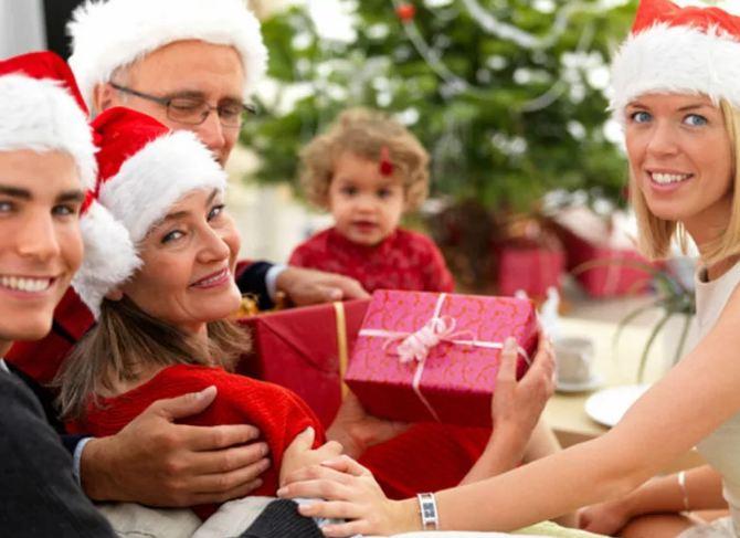 Недорогие подарки родителям на Новый год