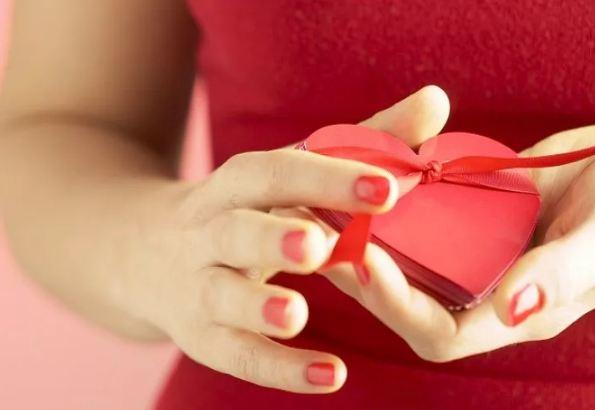 Подарок женщине на 14 февраля