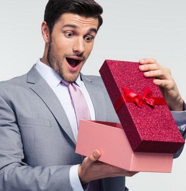 Что подарить деловому мужчине на 23 февраля
