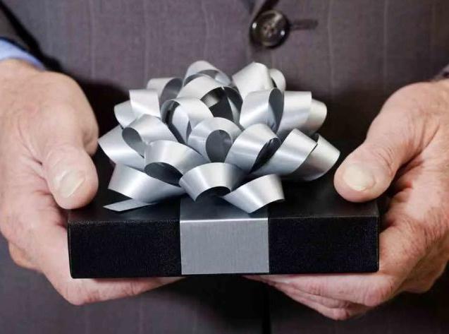 Что подарить начальнику на День Защитника Отечества