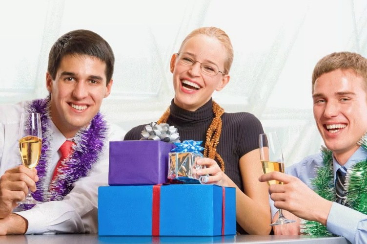Что подарить женщин-руководителю на Новый год