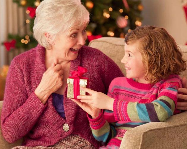 Что подарить бабушке на Новый год 2020? Список идей