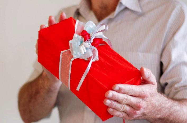 Прикольные подарки мужу