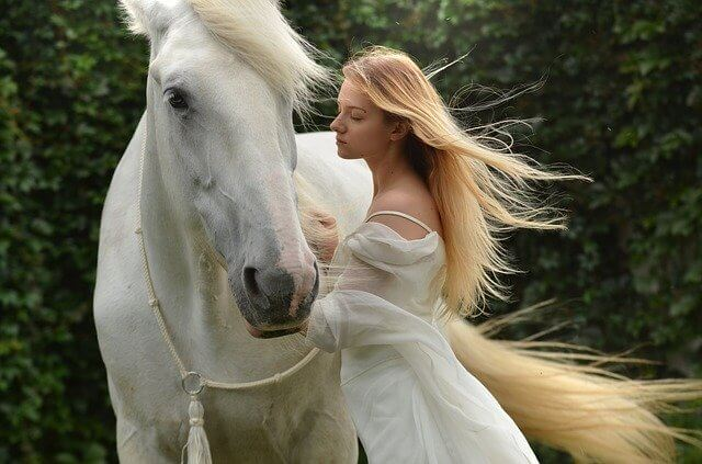 Женщина и лошадь