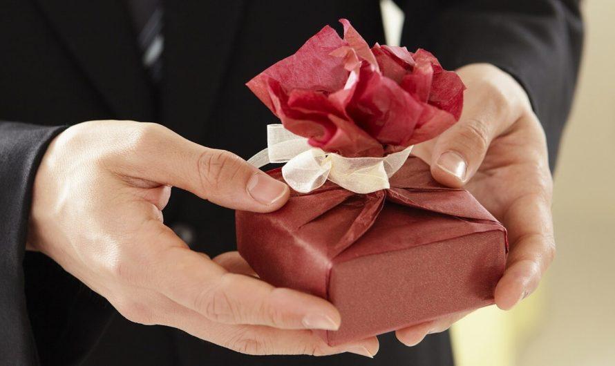 Что подарить коллегам на 23 февраля?