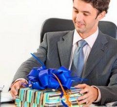 Что подарить коллегам на 23 февраля? Список идей