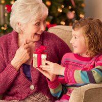 Что подарить бабушке на Новый год 2019? Список идей